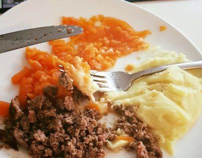 #Blog 5 Eerste keer vast voedsel proberen te eten.